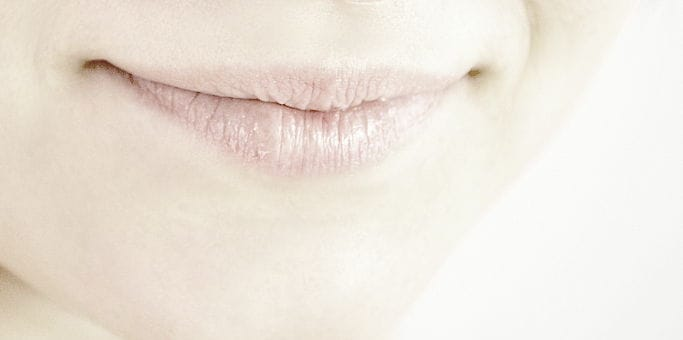 how to use lip scrubs